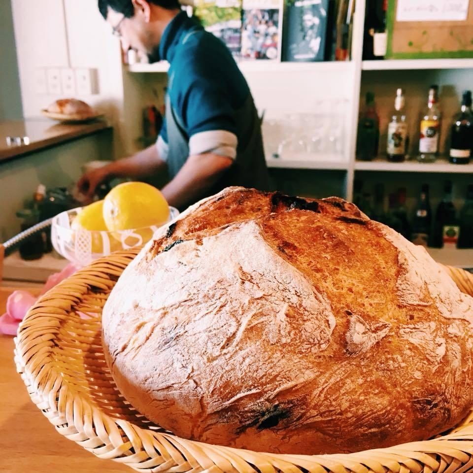 パンと福田さん.jpg